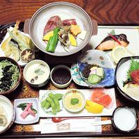 【グレードアップ10品】モロヘイヤ麺は当館イチオシ!あきたこまちと和食膳を部屋食で満喫/2食付