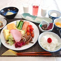 <お日にち限定>チェックイン20時までOK!和定食+ハーフバイキングの【朝食付プラン】