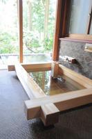 格別の名室 貴賓室「春慶荘」で昭和初期の贅を慈しむ—別館 露天風呂付 特別室−