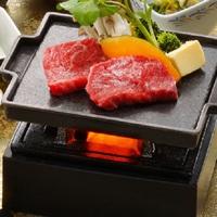 【4月の平日限定】夕食のメイン料理を選べるプラン「特選牛石焼き」または「たらば蟹の酒蒸し」