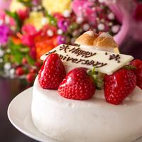 【いつもの記念日】アニバーサリーケーキ&ブーケに感謝の気持ちを添えて