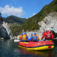 吉野川上流ワイルドラフティング体験!大自然に挑む、大歩危・小歩危の激流