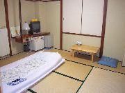 狭くてもOK!★和室8畳★2〜3名素泊まり★禁煙★