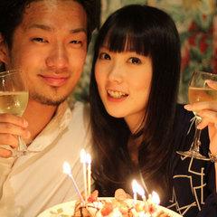 【愛の記念日】シャンパン&プチスイーツ盛り合わせで2人だけでお祝い★2人だけのお祝いはドラマチックに