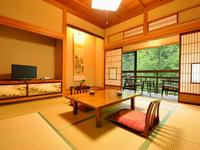 昭和初期の面影を残す客室◇和室8畳+広縁+洗面所・トイレ付