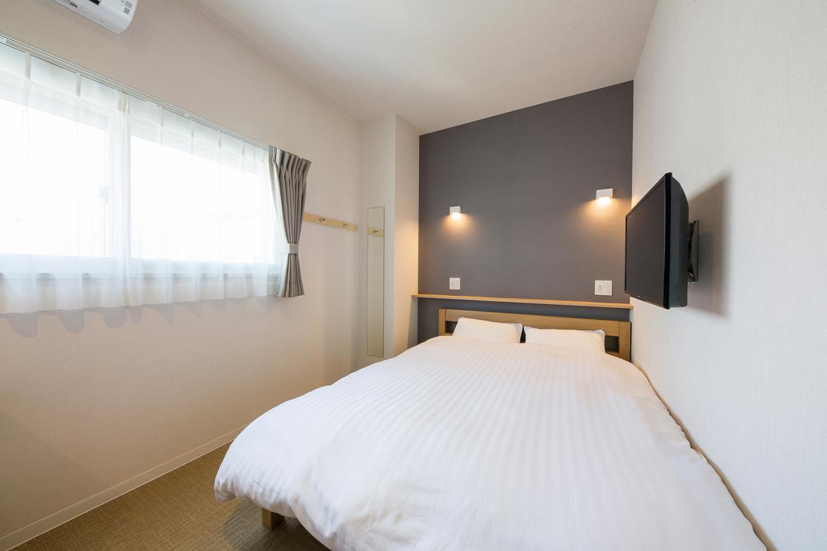 Queen Bedroom Middle Floor