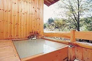 濁り湯の露天風呂を貸切で♪