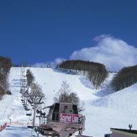 【すべっ得】峰の原ゲレンデへ徒歩2分(菅平へは車3分)中学生まで こどもリフト無料、貸しスキーも格安