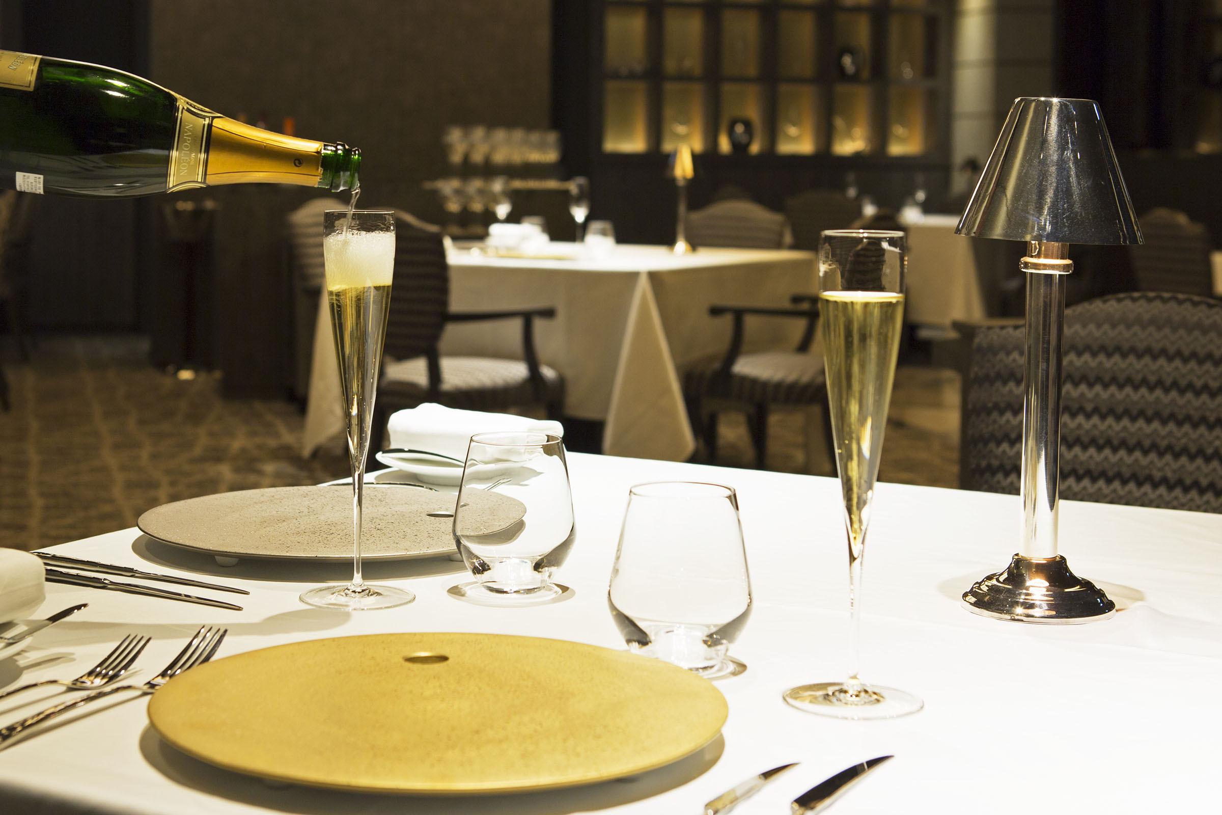 ソムリエが選ぶワインやシャンパンと共に料理を愉しむ