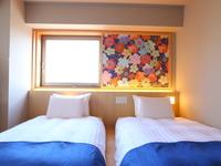 和洋室ツイン【20平米・低床ベッド110cm×2台】