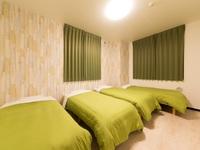 4人部屋 シングルベッド4台