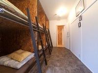 男女共用 6名用ドミトリールームのベッド1台