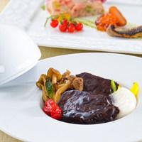 【夕食・朝食付】料理グレードアップ☆肉も魚も味わえる箱根山麓野菜のビュッフェ付おすすめコース|8月迄