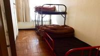 3名洋室(2段ベッド+シングルベッド) 共同バスルーム