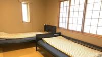 角部屋和室ツイン301【 共用トイレ&共用シャワールーム】