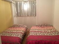 洋室 room102 シングルベッドとセミダブルベッド