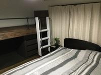 洋室 room203 キングサイズベッドとロフトベッド