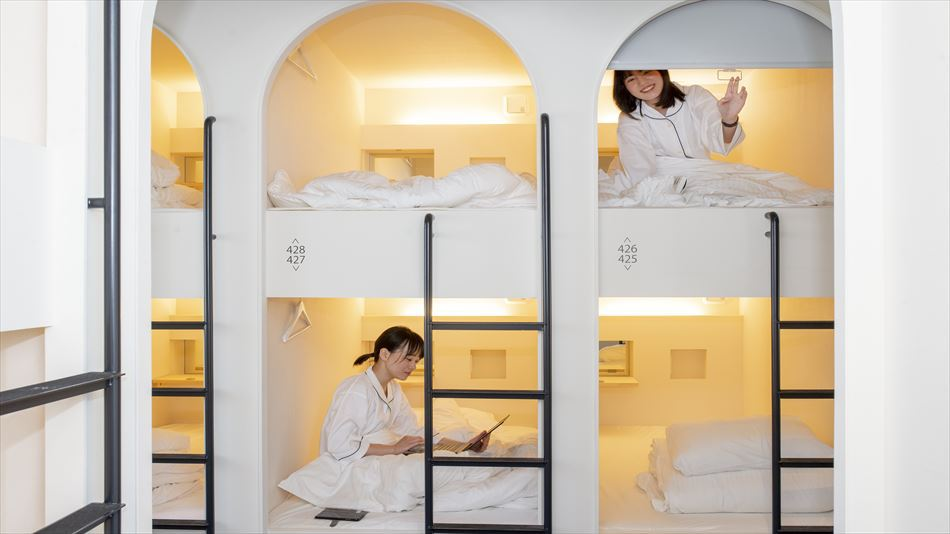 Capsule Room for Women Only