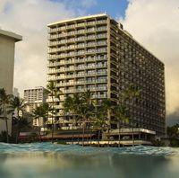 ワイキキの中心!ビーチ目の前の人気ホテルでハワイを満喫♪