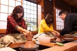 【世界に一つだけ★陶芸ロクロ体験】プロも愛用する陶芸ロクロでより本格的に。より斬新に。愛ある一品を。
