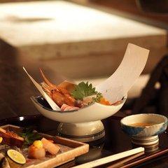 【料理長特撰会席 夕食10,000円コース】季節の味覚をお愉しみください/一般客室