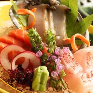 【料理長自慢の旬会席 夕食8,000円コース】季節の味覚をお愉しみください/温泉付客室