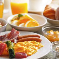 【朝食付き】光差し込む広々カフェでゆったり楽しむ朝のひととき♪タクシー代or駐車場代サービス♪