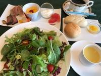 【1泊朝食付(夕食無し)】お皿に野菜たっぷりのサラダが自慢の朝食♪山の澄んだ空気とともに♪