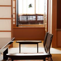 源泉掛け流しの【露天風呂付き客室】で極上の創作会席を堪能