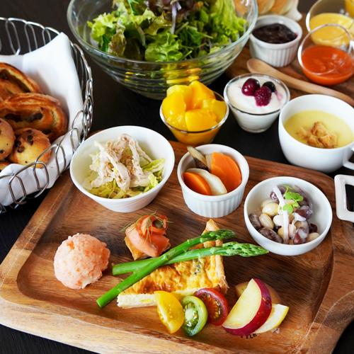 《楽パック限定》【朝食付】<8種の選べるパン・サラダ&ドリンクバー>