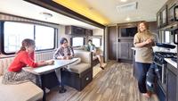 【素泊まり】新しいキャンプスタイル「フランピング」!快適なトレーラーハウスで気軽にアウトドア体験♪