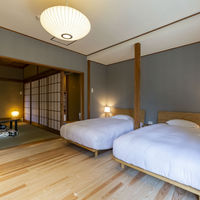 自然光差込むベッドルームと和室 107室【3名定員】43平米