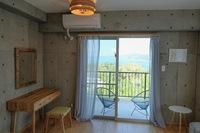 ヤンバルへとつづく海岸線を一望できるライフスタイルホテル