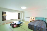 畳とベッドのお部屋 38平米 広々とした和室です