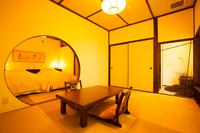 坪庭と寝室を書が演出する和洋室【二藍(ふたあい)】