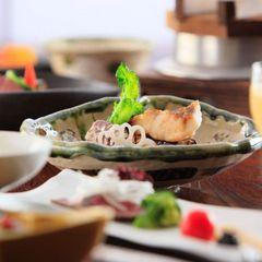 ◆【さき楽28】28日前のご予約に・料理長こだわりの≪厳選美味会席≫【夕朝食付】現金払いでお得