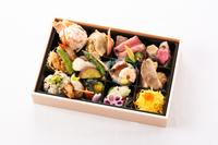 【ベストレート/夕食付 】夕食はお部屋で!石川の厳選食材『加賀百万石弁当』プラン