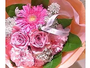 【母の日】花束で日頃の感謝の気持ちを伝えよう(朝食付)