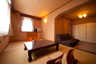 和洋室(洗浄付トイレ・洗面台付)ツインベッドと畳