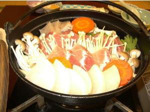 【猪鍋満腹プラン】秋・冬はほっこり♪大鍋をみんなで囲む!
