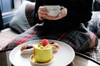 【先着順】サプライズルームでお誕生日・記念日祝い!スイーツ2種セット&スキンケアセット付(朝食付き)