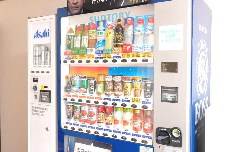 嬉しいジュース・ビールの販売機あります
