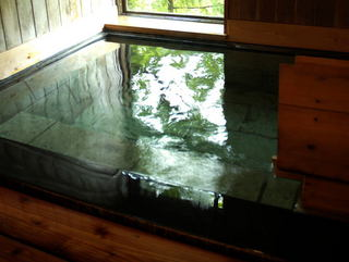 【12畳+広縁3畳・エコノミー和室】♪源泉掛け流し内湯付きのお部屋と会津懐石料理を楽しむ♪