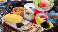 【冬春旅セール】<朝食付>夜は自由に、朝は料亭旅館でランチスタイルの華御膳