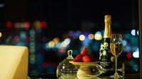 【スイートルーム限定】プレミアムシャンパン&ストロベリーで祝う特別な記念日/レイトアウト・朝食付