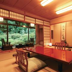 落葉山の木の温もりを感じる和室【12帖+広縁|お部屋食】