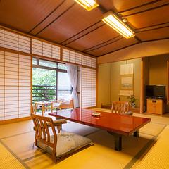 落葉山の木の温もりを感じる和室【10帖+広縁|部屋食】