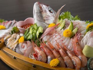 4月以降も人気!活ずわい蟹茹で1パイ+旬のアワビ+天然岩ガキ(6〜8月末まで)特盛プラン♪
