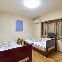 洋室4.5畳(2ベッド仕様) ●大浴場あり/駐車場無料●
