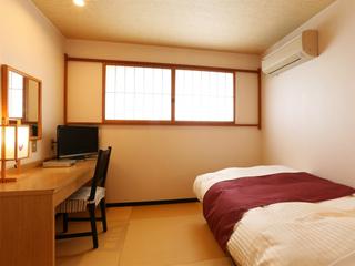 こじんまりとした洋室シングルのお部屋(2階ビジネスタイプ)